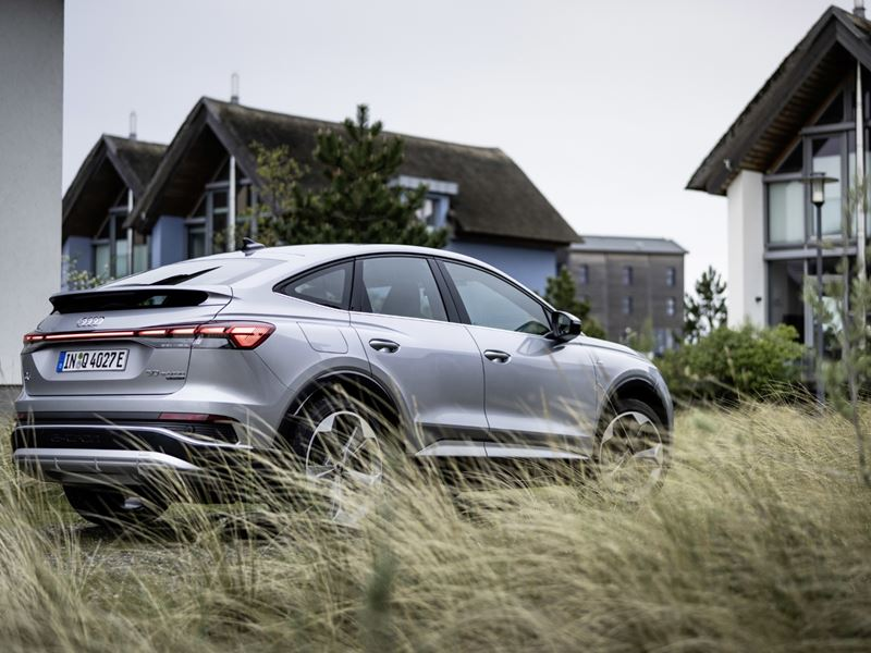 Audiq4sportbacke Tron18 (HD)