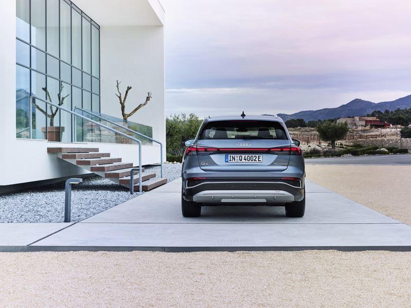 Audi Q4 e-tron achter