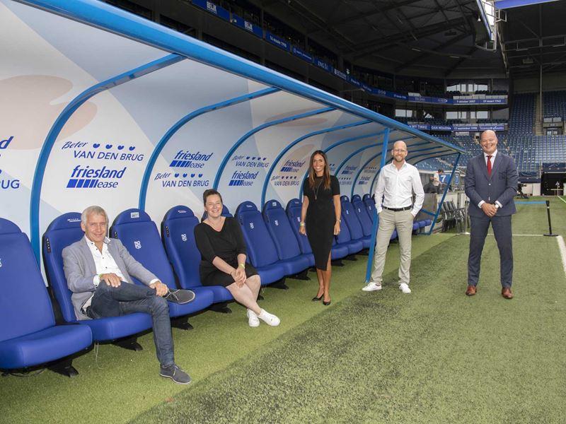 Teamfoto Nieuwe Dugout Partnership Sc Heerenveen Met Sponsor Vandenbrug